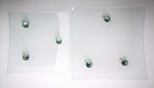petit plat carré à pieds en verre gartavous